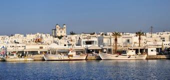 Vista panorâmica do recurso de Naoussa na ilha de Paros, Grécia imagem de stock
