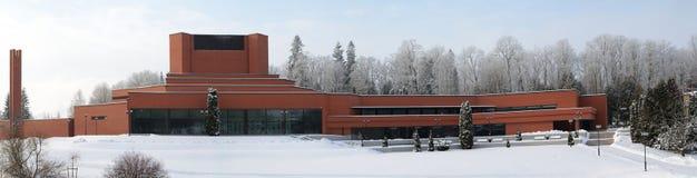 Vista panorâmica do teatro de Ugala no dia de inverno ensolarado imagem de stock