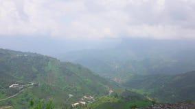Vista panorâmica do vale cênico verde bonito perto da área cênico de Alishan em Taiwan vídeos de arquivo