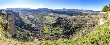 Vista panorâmica do vale perto da cidade de Ronda, a Andaluzia, Espanha Foto de Stock