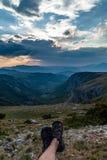Vista panorâmica do vale verde com as pedras no maciço de Durmitor, Montenegro imagens de stock royalty free
