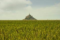 Vista panorâmica do vintage de Le famoso Mont Saint Michele foto de stock