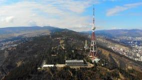 vista panorâmica do zangão 4k da natureza caucasiano sightseeing, estrada ao teleférico, Geórgia, os forestgrounds de filme
