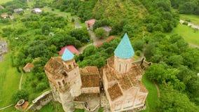 Vista panorâmica excitante da fortaleza antiga de Gremi na vila de Shilda, Geórgia video estoque