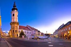 Vista panorâmica má do advento da noite do quadrado principal de Radkersburg fotografia de stock royalty free