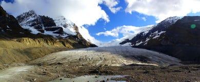 Vista panorâmica maravilhosa de Athabasca Galcier/Colômbia Icefield em Alberta/Columbia Britânica - Canadá fotos de stock