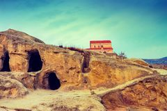 Vista panorâmica na cidade antiga Uplistsikhe da caverna Fotos de Stock Royalty Free