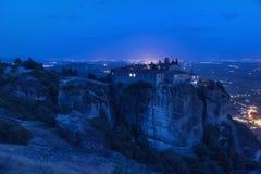 Vista panorâmica, nightscape do monastério de Agios Stefanos St Stefan Monastery Meteora fotos de stock