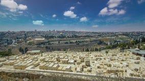Vista panorâmica no hyperlapse do timelapse do Jerusalém com a abóbada da rocha do Monte das Oliveiras vídeos de arquivo