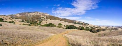 Vista panorâmica para a cimeira do Mt Diablo em um dia claro do outono Fotos de Stock