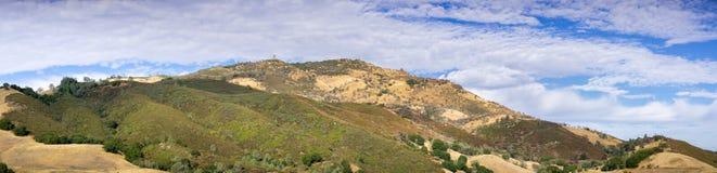 Vista panorâmica para a cimeira do Mt Diablo em um dia claro do outono Imagens de Stock Royalty Free