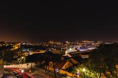 Vista panorâmica sobre Lisboa na noite imagem de stock royalty free