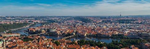 Vista panorâmica sobre Praga da altura do monte de Petrin Fotos de Stock Royalty Free