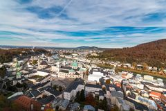 Vista panorâmica sobre Salzburg da fortaleza Hohensalzburg fotografia de stock