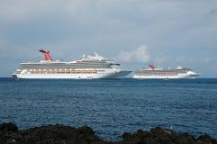 Vista panorâmico de dois navios de cruzeiros Fotografia de Stock Royalty Free