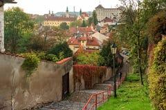 Vista panorâmico de Praga no outono imagens de stock