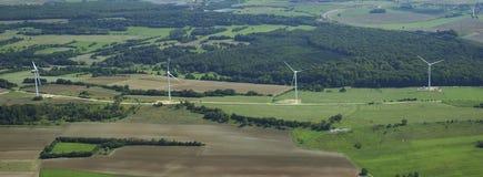 Vista panorâmico e aérea da exploração agrícola de vento Fotografia de Stock Royalty Free