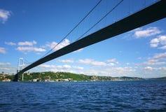 Vista panor?mica da primeira ponte intercontinental de Bosporus em Istambul imagens de stock royalty free