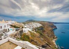 Vista panor?mica e ruas da ilha de Santorini em Gr?cia, tiro em Thira foto de stock royalty free