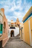 Vista panor?mica e ruas da ilha de Santorini em Gr?cia, tiro em Thira fotografia de stock royalty free