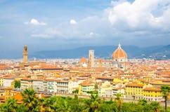 Vista panor?mica a?rea superior de la ciudad de Florencia con la catedral de Santa Maria del Fiore de los di de Cattedrale del Du fotografía de archivo