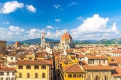 Vista panor?mica a?rea superior de la ciudad de Florencia con la catedral de Santa Maria del Fiore de los di de Cattedrale del Du imagen de archivo