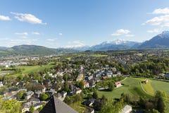Vista panoramica aerea dalla cima del castello della fortezza di Hohensalzburg sulle alpi Salisburgo Immagini Stock
