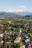 Vista panoramica aerea dalla cima della fortezza di Hohensalzburg & di x28; Castle& x29; sulle alpi Salisburgo, Fotografie Stock Libere da Diritti