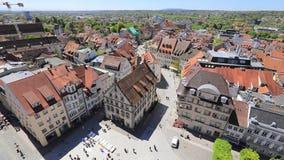 Vista panoramica aerea del quadrato di Marienplatz in Ravensburg video d archivio