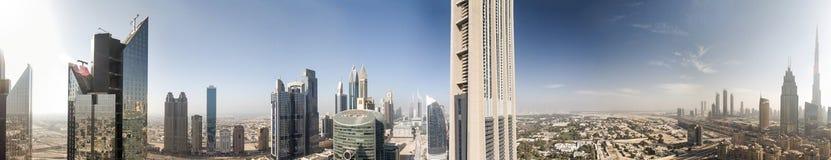 Vista panoramica aerea dell'orizzonte dal fiume della città, unità del Dubai fotografie stock