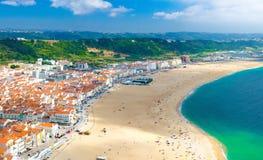 Vista panoramica aerea della città di Nazare, costa dell'Oceano Atlantico, Portogallo immagini stock