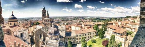 Vista panoramica aerea di Bergamo Alta nella stagione estiva Fotografia Stock Libera da Diritti