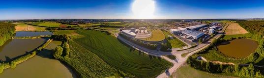 Vista panoramica aerea di paesaggio con gli stagni di pesce vicino di Herzogenaurach in Baviera Fotografia Stock