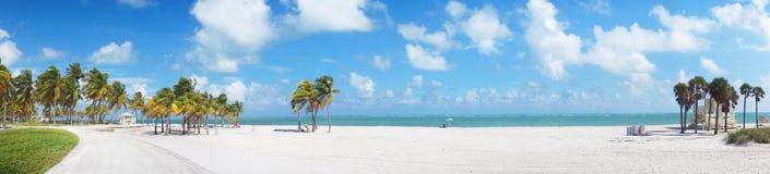 Vista panoramica alla spiaggia del parco di Crandon di Key Biscayne immagine stock