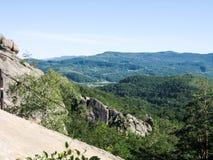 Vista panoramica alle montagne carpatiche immagini stock