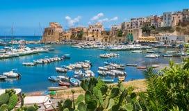 Vista panoramica in Castellammare del Golfo, bello villaggio vicino a Trapani, in Sicilia, l'Italia fotografia stock