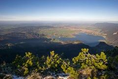 Vista panoramica da Herzogstand a Kochelsee a Monaco di Baviera Fotografia Stock