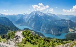 Vista panoramica da Jenner sopra il Koenigssee vicino a Berchtesgade immagini stock libere da diritti