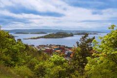 Vista panoramica da sopra sui fiordi di Oslo con le piccole isole Fotografia Stock
