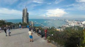 Vista panoramica dal punto di vista alla spiaggia della città di Pattaya a Pratumnak Lasso di tempo La Tailandia, Pattaya stock footage