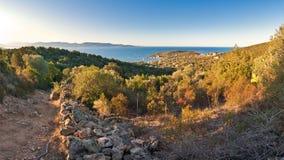 Vista panoramica dall'isola al mare Immagini Stock
