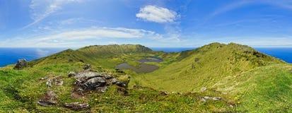 Vista panoramica dall'orlo del cratere dell'isola di Corvo Fotografia Stock