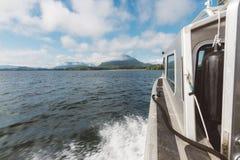 Vista panoramica dalla barca commovente fotografia stock