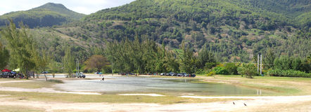 Vista panoramica dalla spiaggia del pubblico del Le Morne Immagini Stock Libere da Diritti