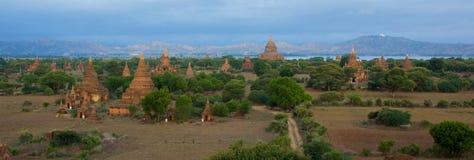 Vista panoramica degli stupas e delle tempie in Bagan fotografia stock