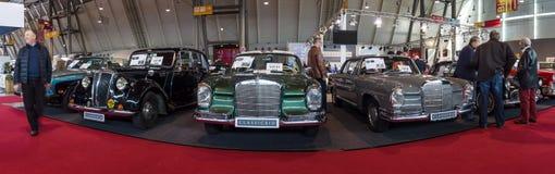 Vista panoramica dei modelli d'annata delle automobili di Mercedes-Benz Fotografia Stock