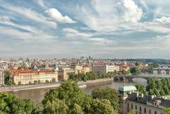 Vista panoramica dei ponti sopra il fiume di Moldava, Praga Fotografia Stock Libera da Diritti