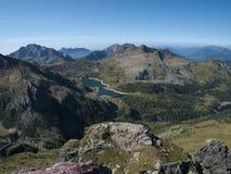 Vista panoramica del bacino di Gemelli del lago sulle alpi di Bergamo Fotografie Stock