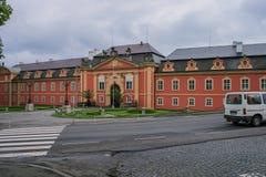 Vista panoramica del castello di Dobris dell'entrata centrale Viste della repubblica Ceca fotografia stock libera da diritti