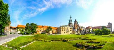 Vista panoramica del complesso reale del castello di Wawel a Cracovia, Polonia Fotografia Stock Libera da Diritti